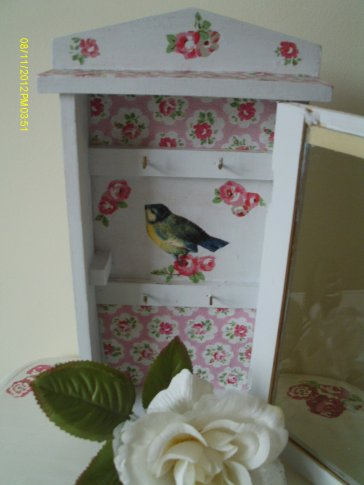 I added some hooks to this picture frame to make a key tidy